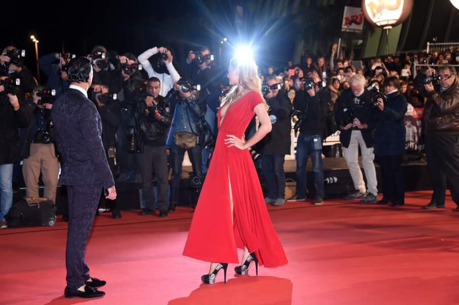 Paris Hilton a posé devant les photographes…