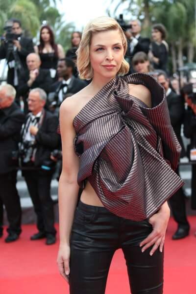 Eléonore Boccara, sexy, sur le tapis rouge de la cérémonie de clôture