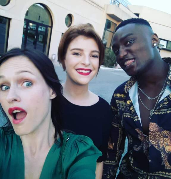 Lara Menini, Alexis Baginama et Enola Righi adorent se prendre en selfie