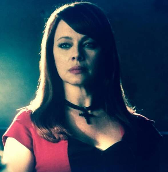 Melinda Clarke is back ! Avec le rôle de Lady Heather, patronne d'un club SM