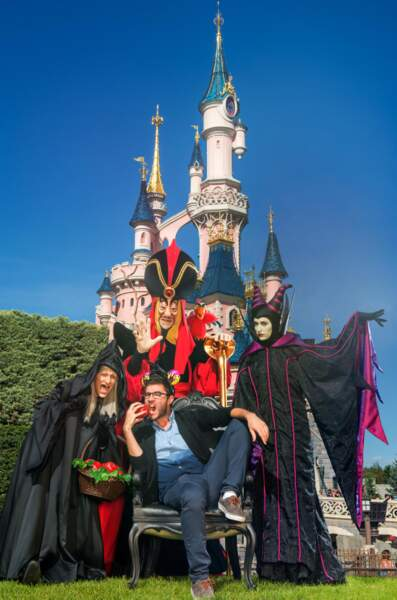 Cyprien avec Jafar et la sorcière de Blanche Neige.