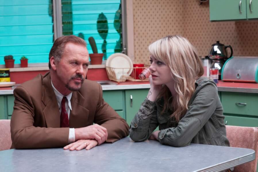 Dans Birdman (2015) elle est la fille de l'ex-star du cinéma (M. Keaton), qui tente de monter une pièce à Broadway