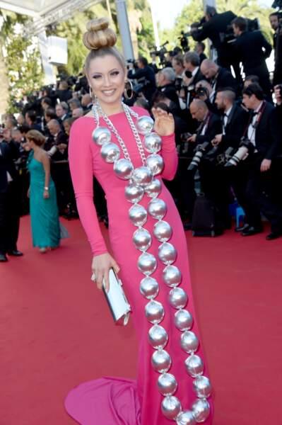 La Russe Elena Lenina a fait très fort avec sa robe...indescriptible