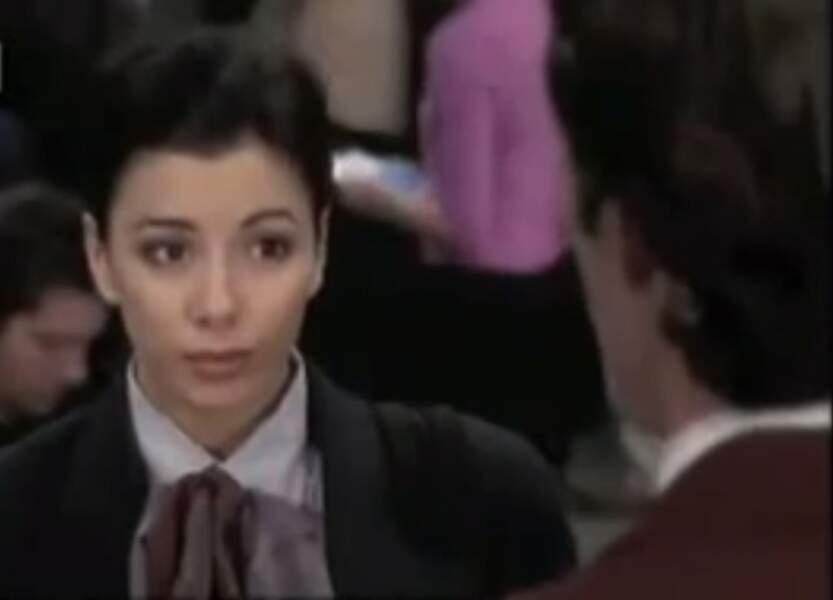 En 2000, elle obtient son premier rôle à la télévision dans un épisode de Beverly Hills 90210