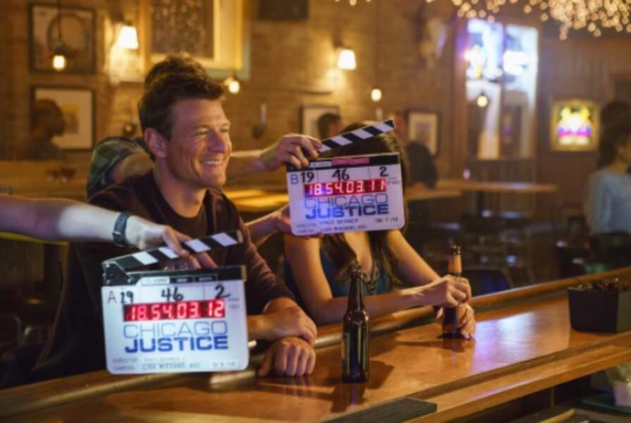 Le tournage de Chicago Justice aussi bat son plein : Philip Winchester, alias Peter Stone, est fin prêt