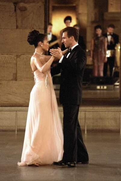 Ralph Fiennes et Jennifer Lopez dans Coup de foudre à Manhattan (2002)