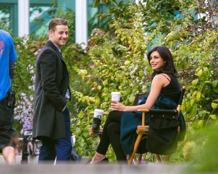 Ca devient chaud entre Benjamin McKenzie et Morena Baccarin sur le tournage de Gotham...
