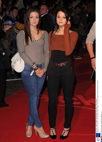 Megan Prescott (à gauche) et Kathryn Prescott (à droite)