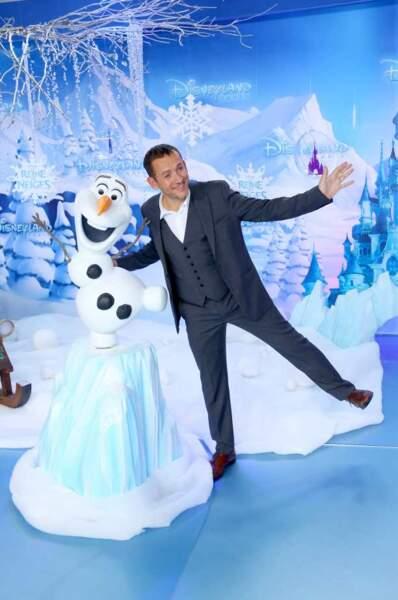 Dany Boon et Olaf, le bonhomme de neige de La Reine des neiges, à qui il prête sa voix