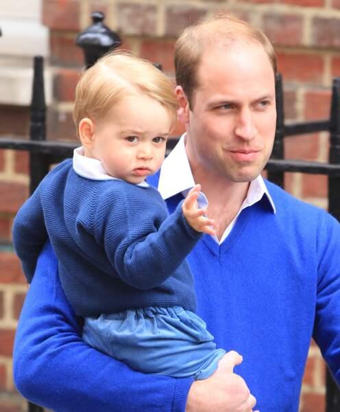 Le petit prince a salué la foule comme papa…