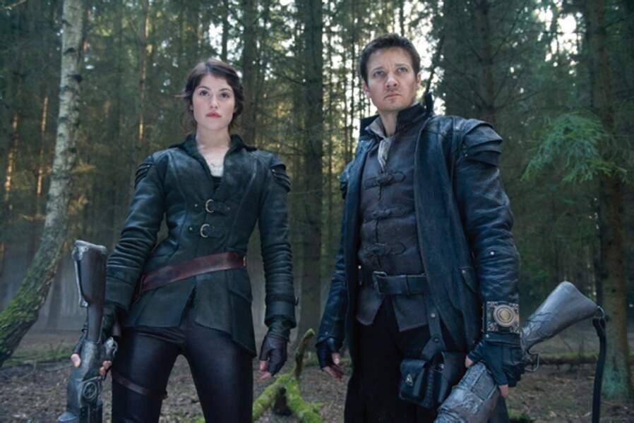 Hansel (Jeremy Renner) et Gretel (Gemma Arterton) guerriers dans Hansel & Gretel : Witch Hunters (2013)