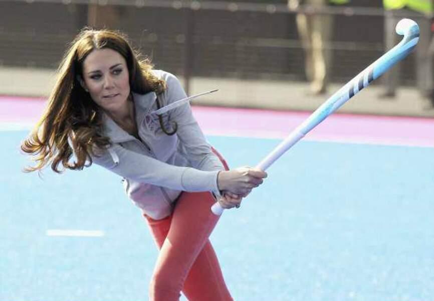 Londres 2012 : la duchesse de Cambridge joue avec l'équipe britannique de hockey