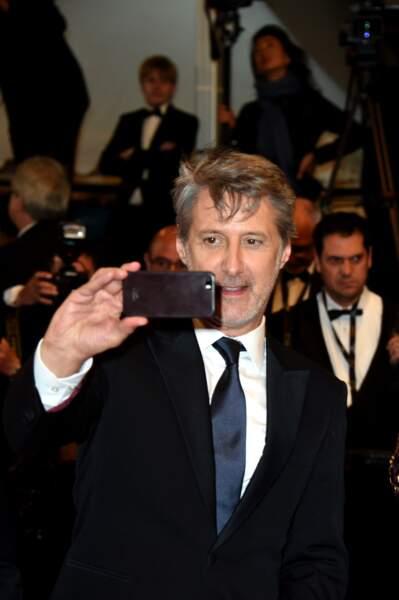 Monsieur Grand Journal a brandi son appareil photo lui aussi