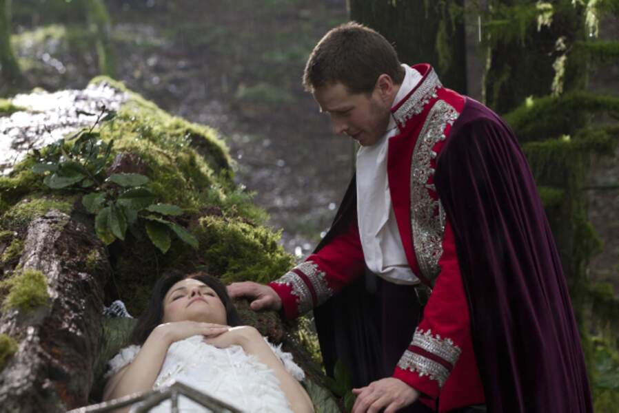 Once upon a time - Saison 1 (2011) : Blanche Neige (Ginnifer Goodwin) et son prince charmant (Josh Dallas)