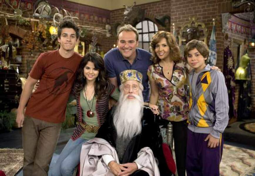 De 2007 à 2010, Selena Gomez joue le rôle principal dans la série Les Sorciers de Waverly Place