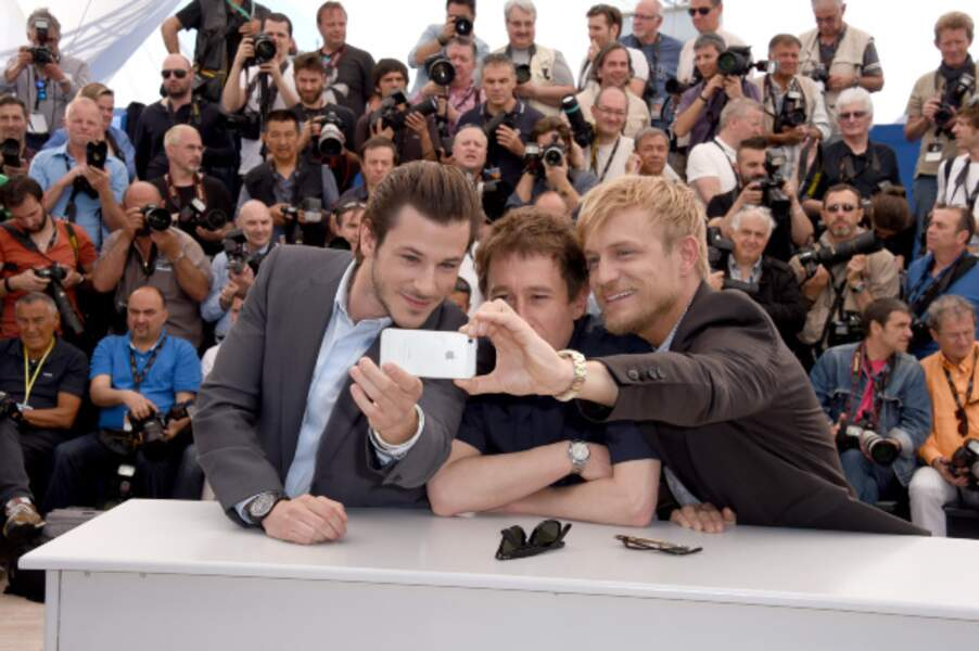 Gaspard Ulliel, Bertrand Bonello, Jeremie Renier font un selfie