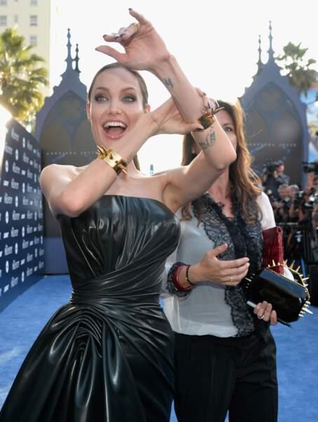 L'actrice a exhibé ses bracelets et ses tatouages