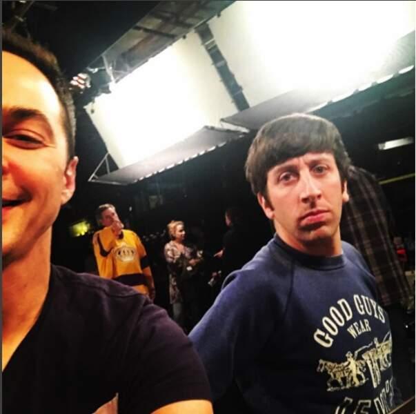 Jim (Parsons) qui rit, Simon (Helberg) qui pleure…Un jour normal sur le tournage de The Big Bang Theory