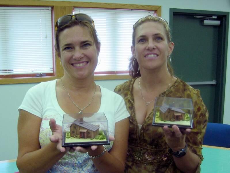 Aujourd'hui les deux soeurs vivent une vie loin de la télé, Sidney (à gauche) est une grande championne de rodéo