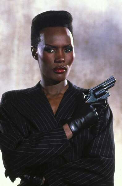 Grace Jones dans Dangereusement Vôtre (1985)