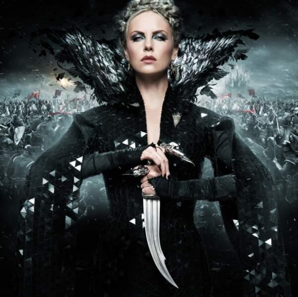 Blanche Neige et le chasseur (2012): cette fois, c'est Charlize Theron qui incarne la terrible reine