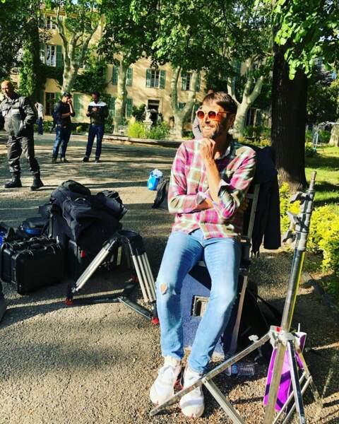 Si Laurent Kerusoré, de Plus belle la vie, profite d'une pause pour prendre un peu le soleil…
