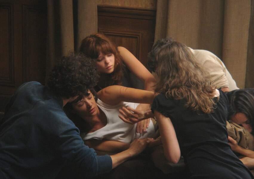 Elle enchaîne en tournant pour Bertrand Bonello (2008) dans De la guerre, avec Asia Argento