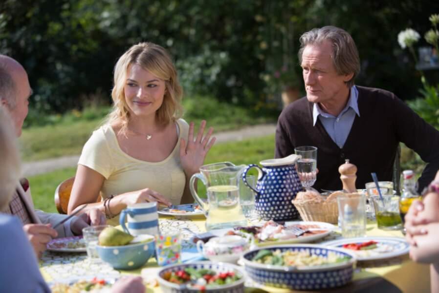 Aux côtés de Bill Nighy, père du héros, dans Il était temps (2013)