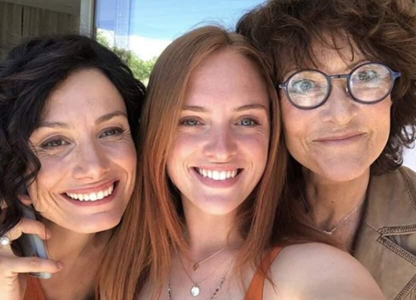 Petit selfie entre Alice, Manon et Elisabeth sur le plateau d'un si grand soleil ! Trois générations de Bastide