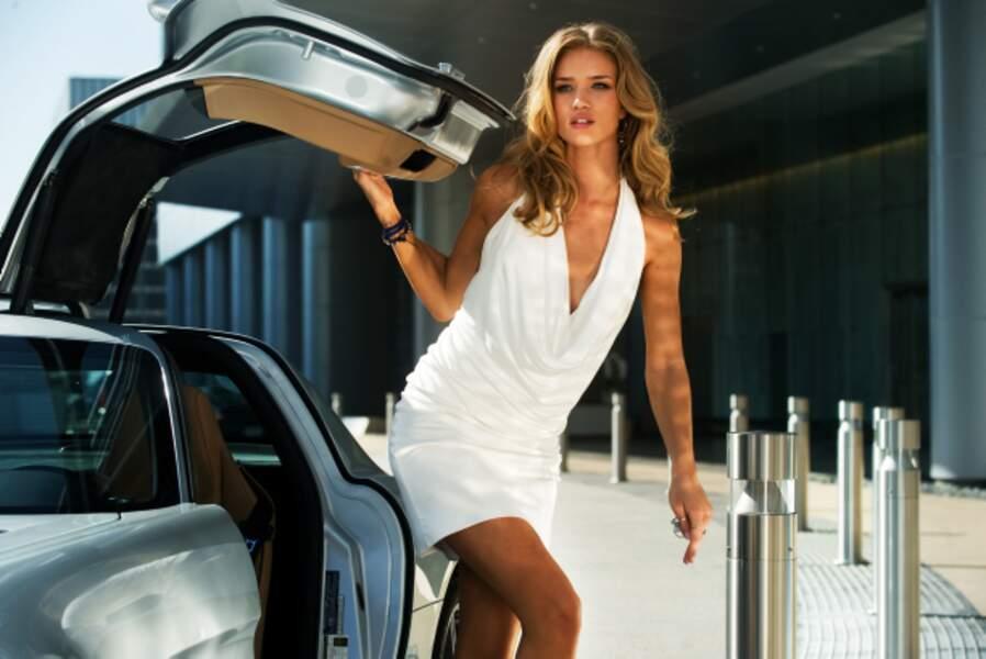 Rosie Huntington-Whiteley, la nouvelle bombe de Transformers 3 - La face cachée de la Lune (2011)