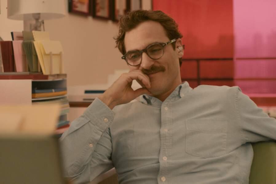 La seule voix de Scarlett séduit Joaquin Phoenix dans Her (2014)