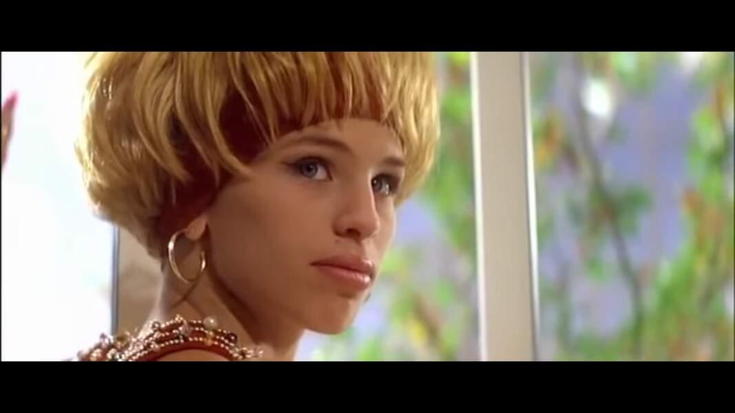 """Brève apparition - clin d'œil - dans LEON (1994), de son mari Luc Besson. Elle s'appelle """"Ouin-Ouin""""."""