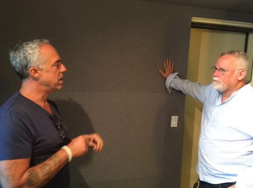 Titus Welliever, qui joue Harry Bosch dans la série éponyme, écoute les conseils de Michael Connelly, l'auteur