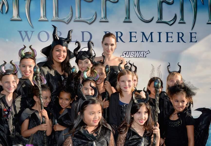 Angelina Jolie a posé avec les enfants déguisés pour l'occasion