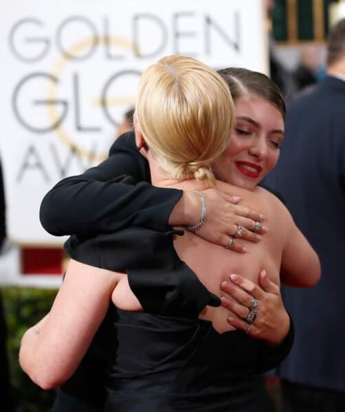 Moment de complicité entre la chanteuse Lorde et l'actrice Patricia Arquette