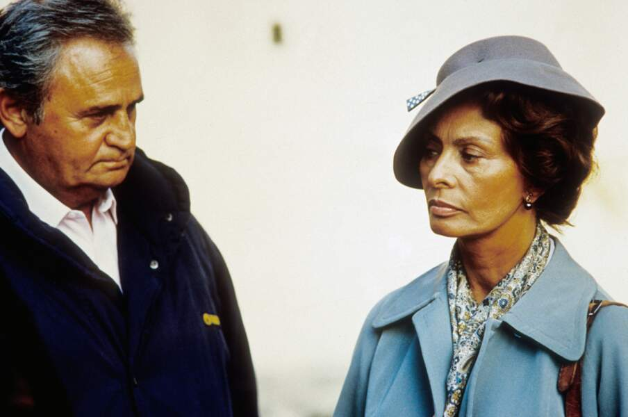Soleil est son dernier film en tant que réalisateur. Il partage l'écran avec Sophia Loren (1997)