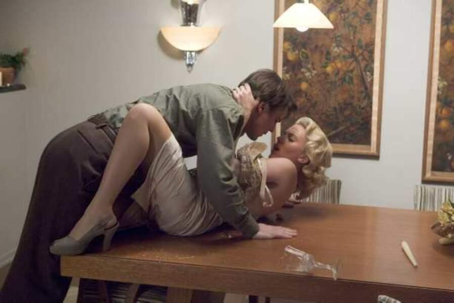 Elle fait craquer les hommes dans Le Dahlia noir (2006)