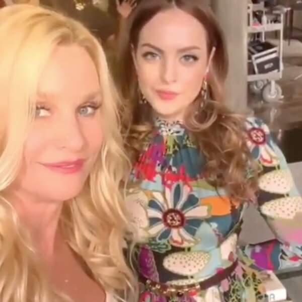Nicollette Sheridan et Elizabeth Gillies dans les coulisses de Dynastie (série Netflix)