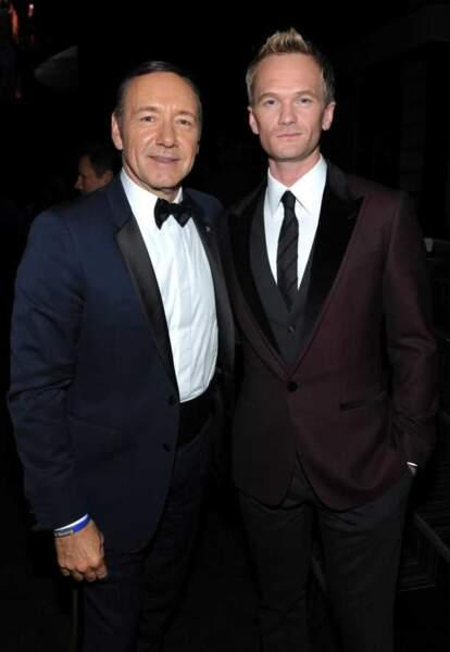 Kevin Spacey pose avec Neil Patrick Harris, l'hôte des Emmy Awards 2013