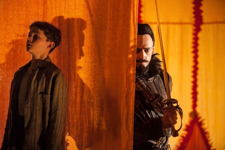 Peter Pan de Joe Wright (2015) : notre héros (Levi Miller) face à Barbe noire (Hugh Jackman)