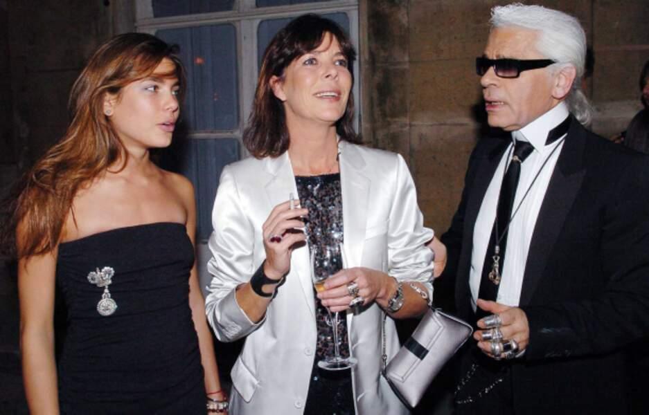 Charlotte et Caroline avec Karl Lagerfeld en octobre 2004