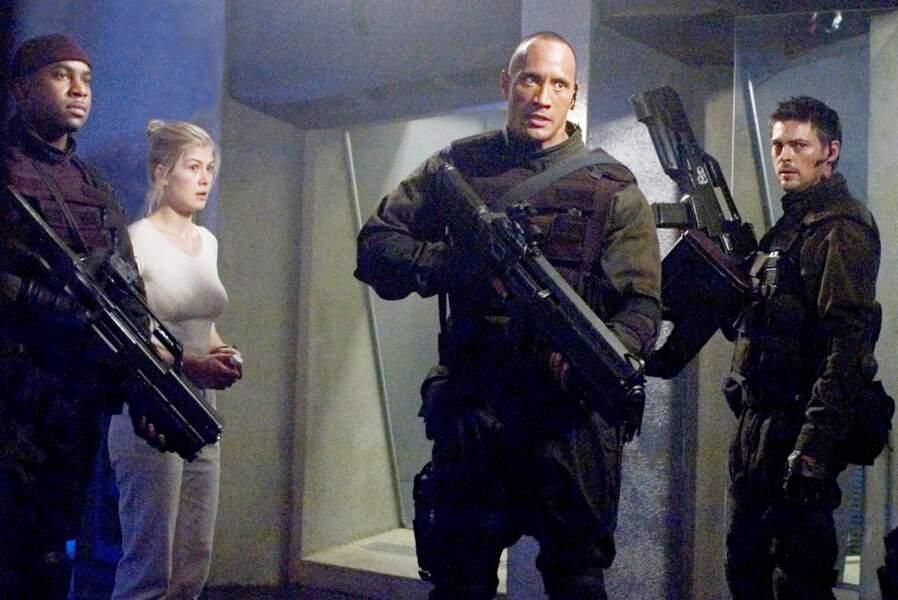 Aux côtés de Dwayne Johnson (The Rock) et Karl Urban dans l'adaptation du jeu vidéo d'anticipation Doom (2005).