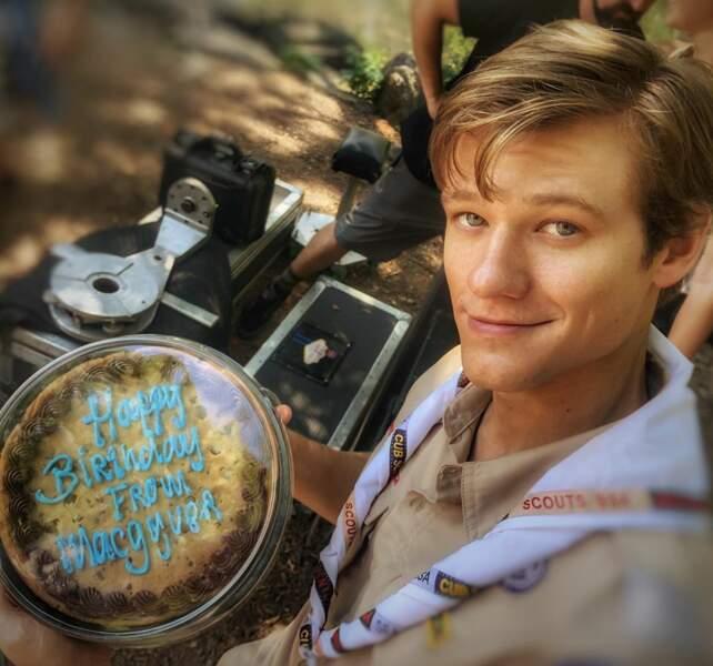 Lucas Till a eu droit à une jolie surprise sur le tournage de MacGyver pour son anniversaire