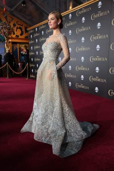 Une robe de princesse pour Lily James