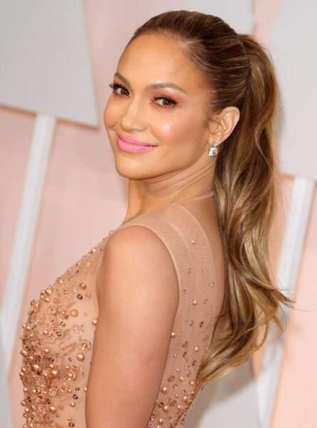 Jennifer Lopez, 45 ans, dans une pause très naturelle.