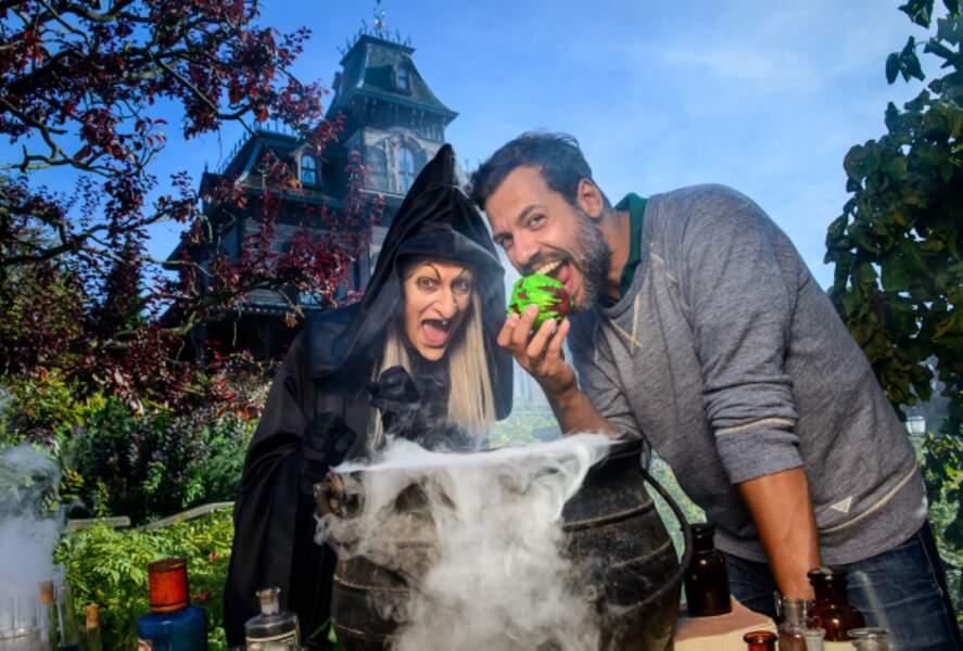 Laurent Laffite avec la sorcière de Blanche Neige.
