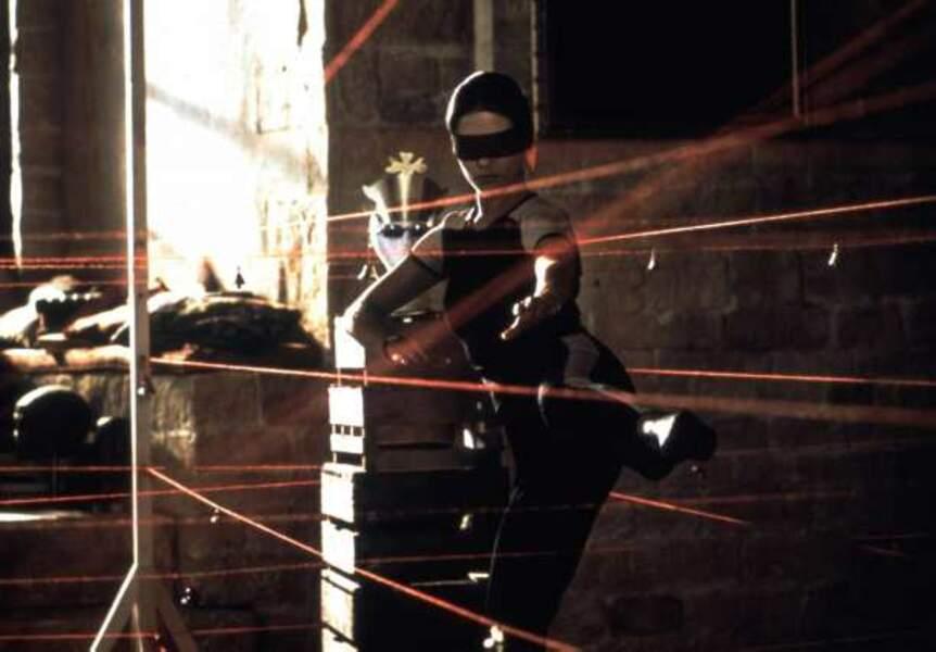 Catherine Zeta-Jones est très en forme dans Haute voltige (1999)