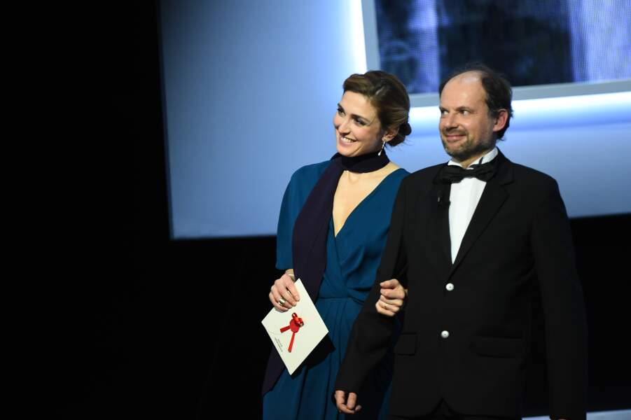 Julie Gayet et Denis Podalydès, partenaires dans 8 fois debout venus sacrés le meilleur espoir masculin…