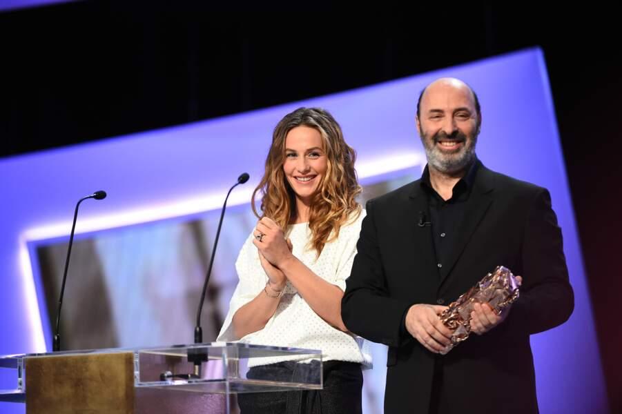 """Cécile de France s'est amusée à """"traduire"""" le discours de Cédric Klapisch avant de remettre le 1er trophée…"""