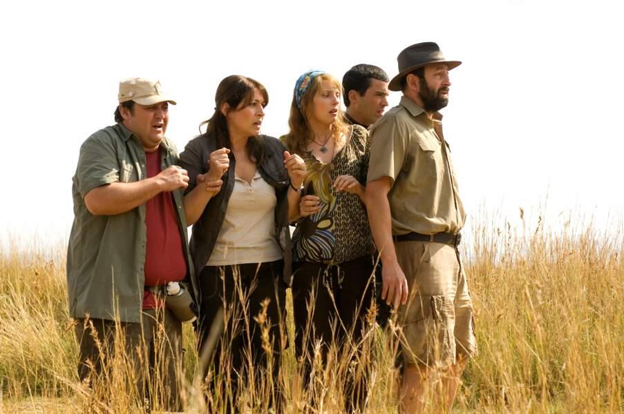 Dans de sales draps au milieu de la brousse dans Safari (2009)